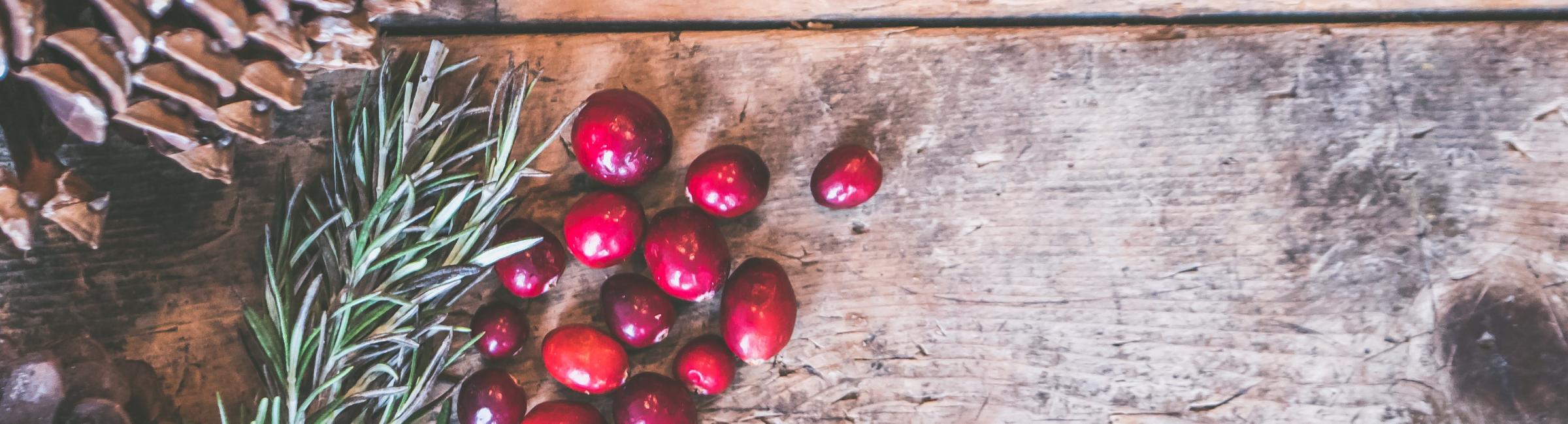 cranberries-pinecone-leaves